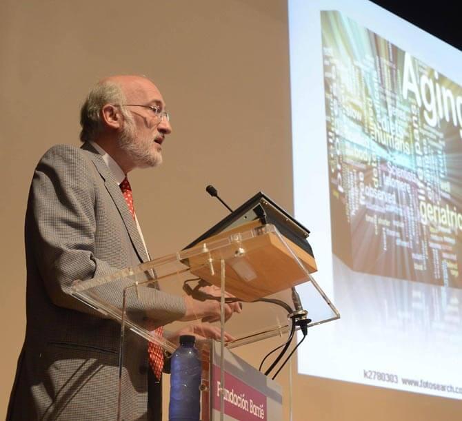 El Centro Asturiano invitó como ponente al Dr. Ramón Cacabelos / Javier Alborés