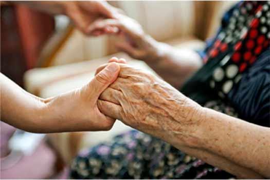 Muchas son las diversas tareas que debe llevar a cabo el cuidador diariamente. Unido a la sintomatología adversa y perturbadora del enfermo, ocasiona elevadas reacciones de estrés y agotamiento.
