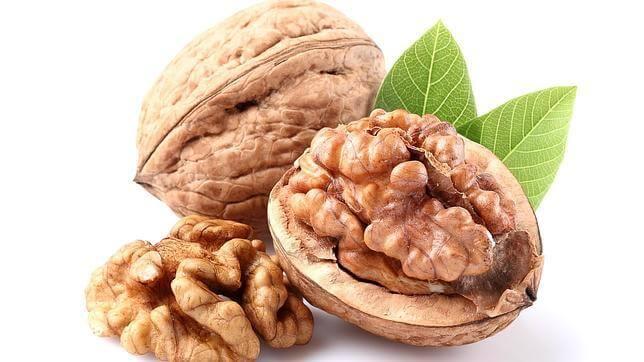 Decálogo para prevenir el alzhéimer: Frutos secos, fuente de Vitamina E natural ABC Las nueces, ricas en vitamina E, son un alimento neuroprotector