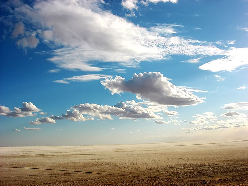 Mi tormenta desert-clouds-inkbluesky_800X600