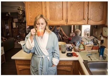 La repercusión de la enfermedad de alzhéimer en el hogar cuidando_amy_gaver01