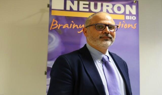 AlzTEST® se realiza mediante un ANÁLISIS DE SANGRE determinando una serie de biomarcadores de riesgo para desarrollar alzhéimer descubiertos y patentados por NEURON BIO