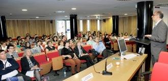 La Jornada se celebró en el salón de actos del Hospital General de Segovia. / (eladelantado.com) kamarero