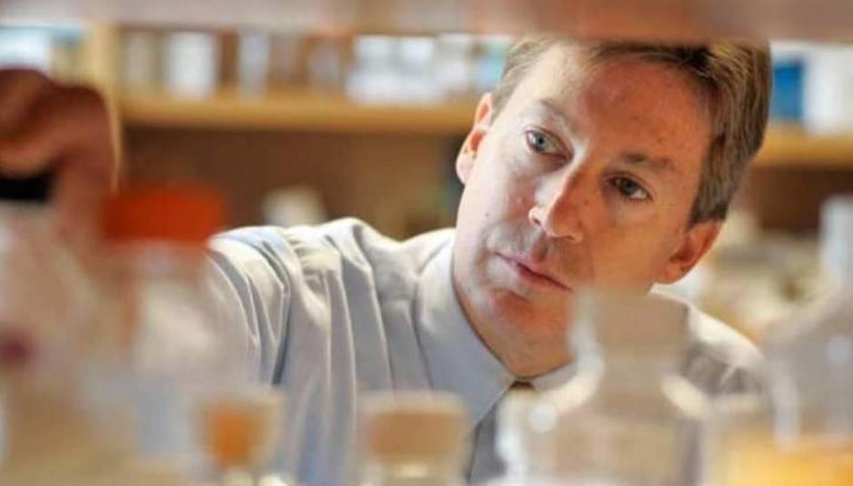 Aseguran haber revertido los efectos del alzhéimer en un grupo reducido de pacientes. Ha salido en Aging y el principal investigador es Dale Bredesen.