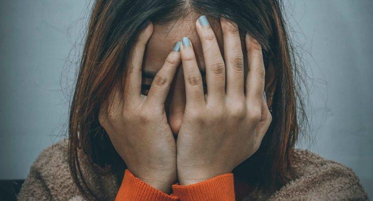 """Cuidador de Alzheimer Agotado: Cómo evitar el """"Síndrome del Cuidador Quemado"""""""